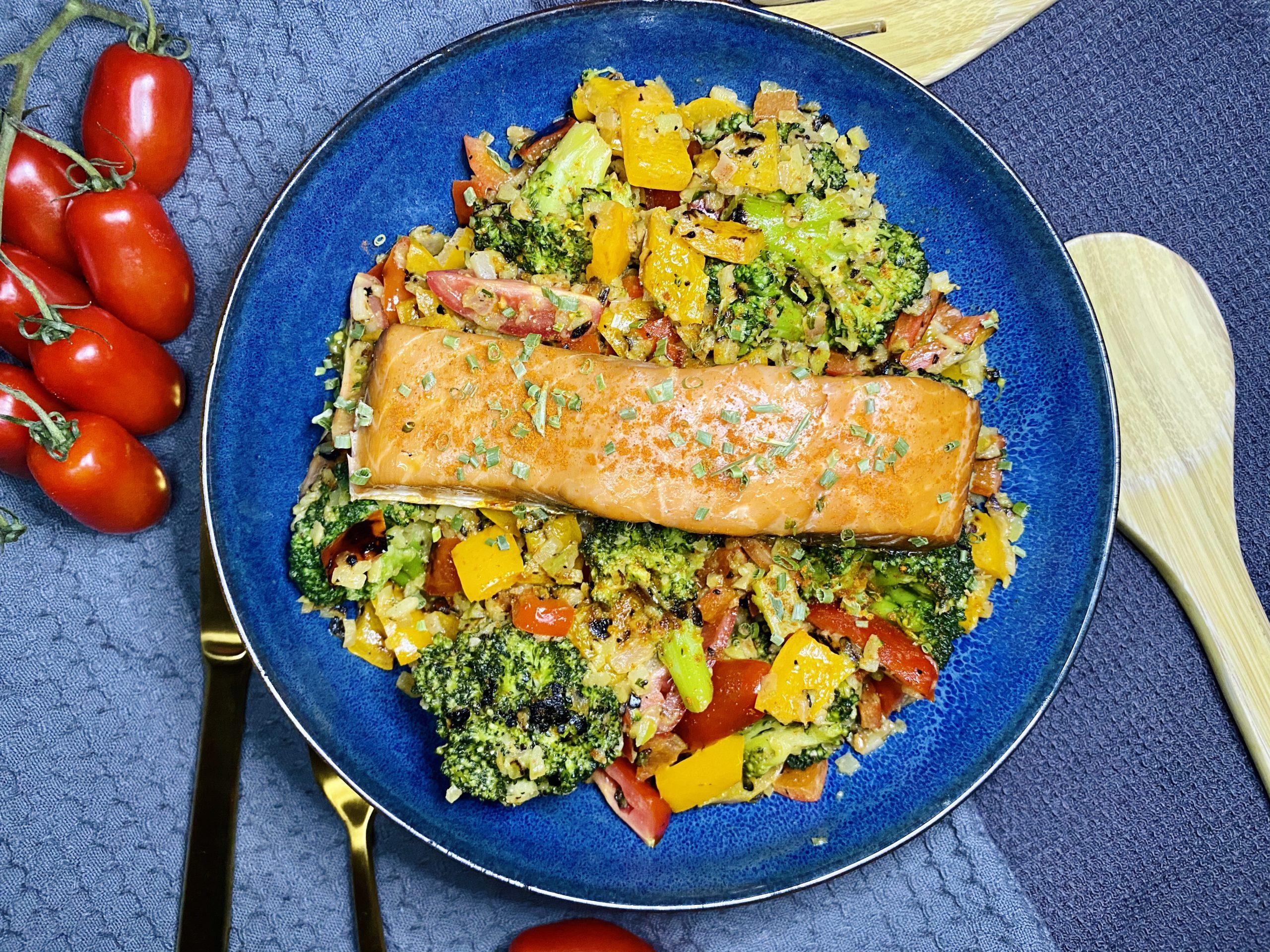 Brokkoli Salat mit Lachs