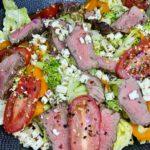 Salat mit Steak-Streifen