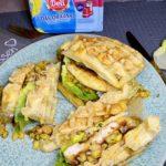Knusprige Hähnchen-Ananas-Waffel-Sandwiches
