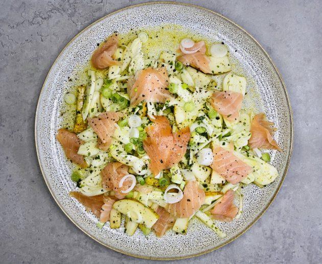 Räucherlachs auf Birnen-Fenchel-Salat