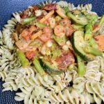 Pasta mit Shrimps und Gemüsesoße