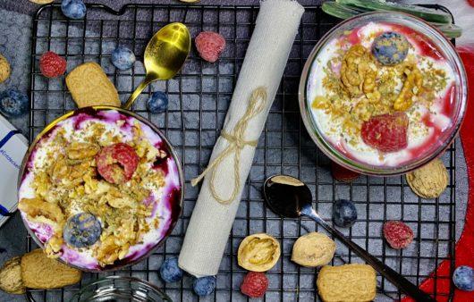 Weihnachtliches-Joghurt-Schicht-Dessert