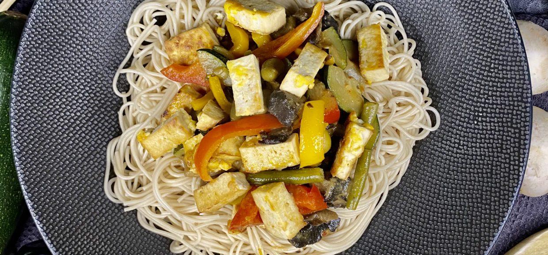 Asiatische Nudeln mit Tofu
